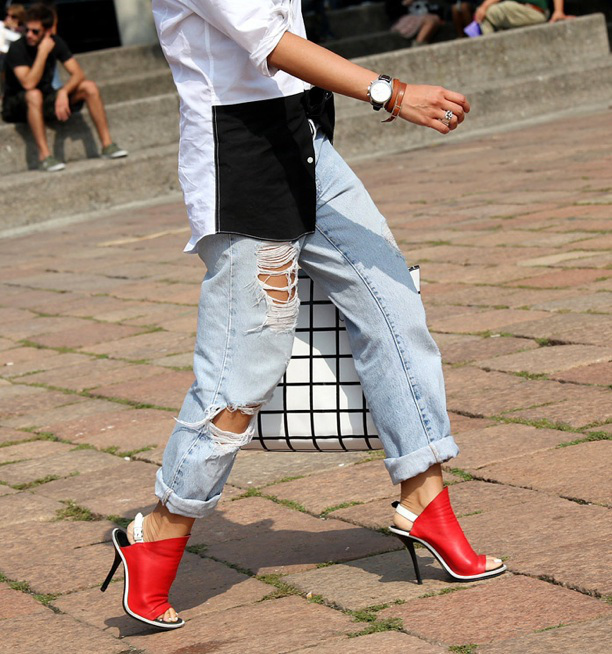 vogue-it-street-style-distressed-denim-light-blue-jeans-rips-torn-red-balenciaga-slingback-heels-sandals-balenciaga-check-bag-black-and-white-button-up-untucked-fas