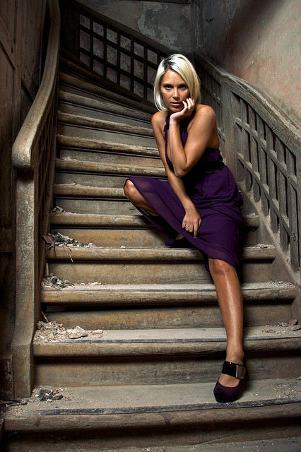 Blond_woman_on_a_Purple_dress_on_stairs_02